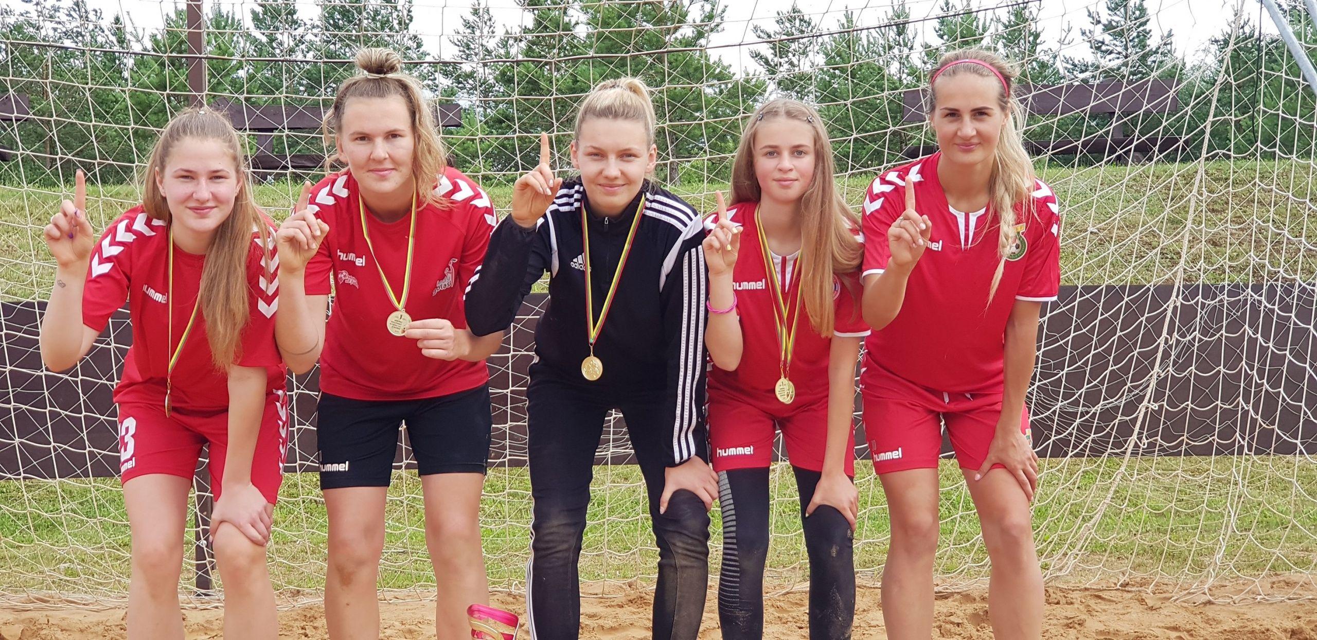 FA futbolininkės laimėjo pliažo turnyrą